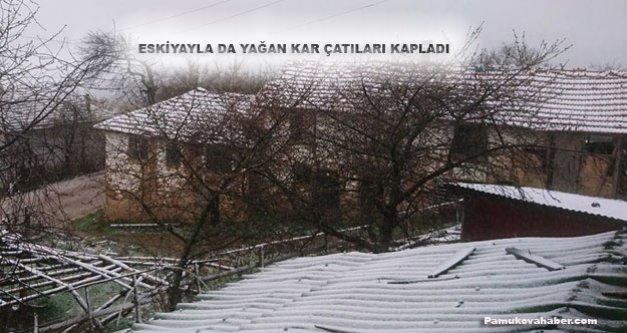 Pamukova da Yükseklere Kar, ilçe merkezine yağmur yağdı.
