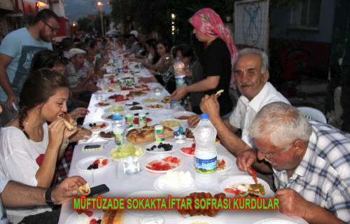 Buda vatandaşların düzenledikleri iftar yemeğinden görüntüler.