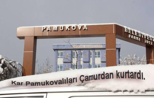 Kar, Pamukova'yı Çamurdan Kurtardı.