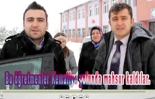 Kemaliye öğretmenleri karda bir süre mahsur kaldılar.