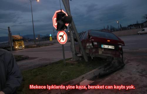 Mekece de yine trafik kazası. Bu defa kaza ucuz atlatıldı.