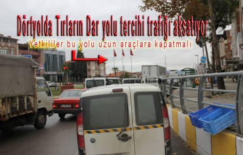 Pamukova Dörtyol da Uzun araçların inadı trafiği zora sokuyor.