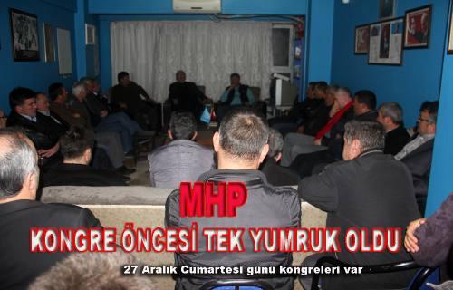 Pamukova'da MHP'liler kırgınlıkları bırakıp kongreye kilitlendiler.