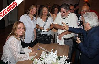 Reyhan Karagöz Çetin yeni kitabını Samek de imzaladı.