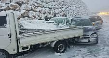 Bilecik Yolunda Zincirlime kazada çok sayıda araç bir birine girdi