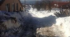 Eskiyayla Mahallesinde kar esareti devam ediyor.