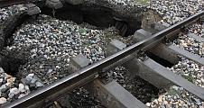 Pamukova da Demir yolu ulaşımı durdu. Kara Yolunda ise araçlar ilçe içinden geçiş yapıyorlar.