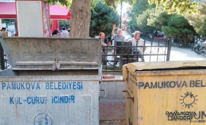 Pamukova'da kimse çöp kutusunu evine yakın istemiyor.