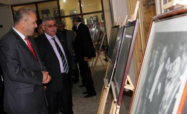 Atatürkçü Düşünce Derneği tarafından fotoğraf sergisi açıldı.