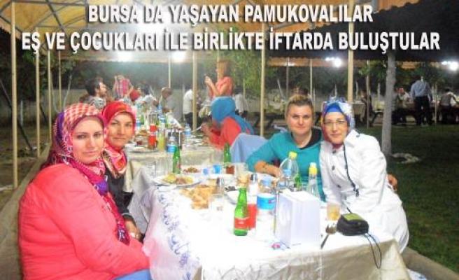 Bursa da yaşayan Pamukovalılar iftarda buluştular.