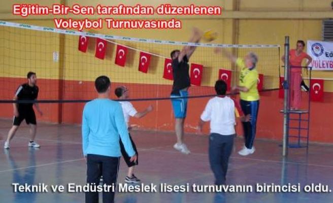 Eğitim-Bir-Sen'in düzenlediği Voleybol Turnuvasında Meslek Lisesi 1. Oldu.