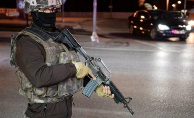 Gaziantep Emniyet Müdürlüğü önünde çatışma çıktı.