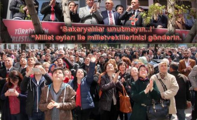 Gürsel Tekin Sakarya AKP adaylarının adresini gösterdi.