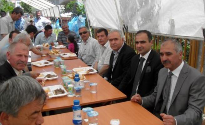 MHP liler Ensar Öz'ün sünnet cemiyetinde buluştular