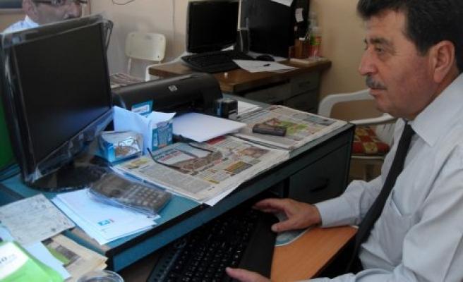 Muhtarlıklara belediye başkanından bilgisayar