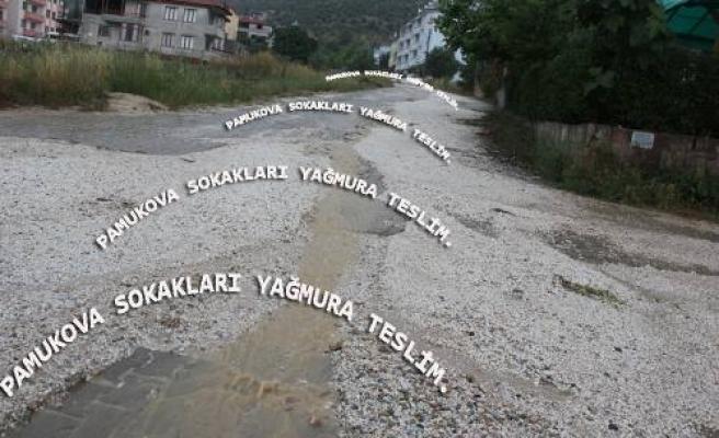 Pamukova da şiddetli yağış etkisini arttırdı.