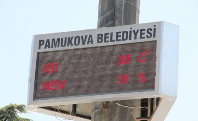 Pamukova da yılın en sıcak günü bugün oldu.