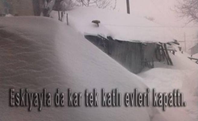 Pamukova Yükseklerinde kar kalınlığı 2 metrelere ulaştı.