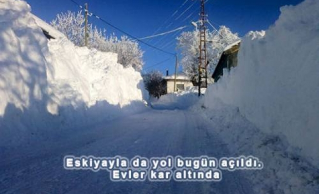 Pamukova'nın Kar Altında Kalan Köyleri tam bir esaret günleri yaşıyor.