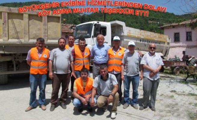 Yolunu yapan büyükşehir ekiplerine köy muhtarlığından teşekkür geldi.