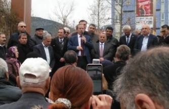 Abdullatif Şener Pamukova'da vatandaşlara hitap etti.