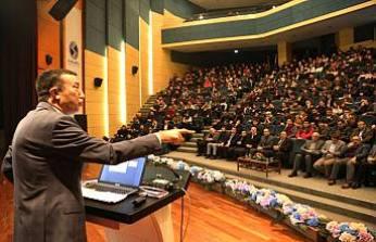 Hasan Ali Çelik Başarıya giden yolun sevgi ve saygıdan geçitğini söyledi.