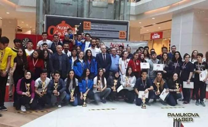 Pamukova Mesleki ve Teknik Anadolu Lisesi Dart Takımları İl birincisi oldu.